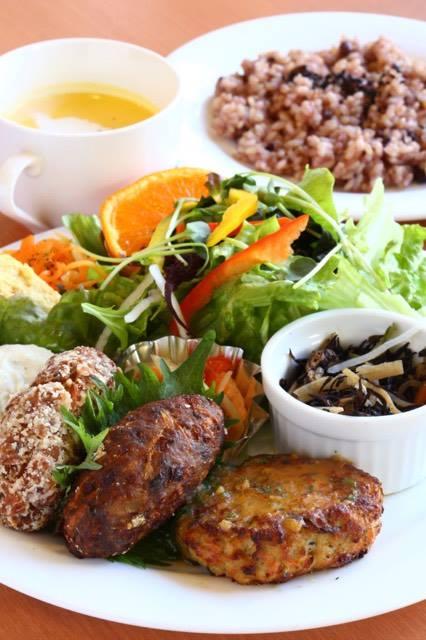 お取り寄せパスタソースのナチュラルグレースメルカート レストランナチュラルグレースのプレート料理