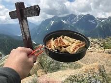 贈答・プレゼントにも。こだわり高級無添加パスタソース専門手・おとりよせのナチュラルグレースメルカートのブログ 北アルプス 常念岳登山 山頂ランチの蒸し焼き餃子