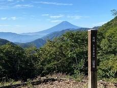 贈答・プレゼントにも。こだわり高級無添加パスタソース専門店・おとりよせのナチュラルグレースメルカートのブログ 雁ヶ腹摺山 山頂でサバのペペロンチーノを食す。富士山1